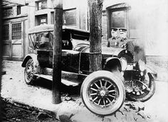 Photographs from the early showing car crashes/wrecks from around the Washington DC area. Old Vintage Cars, Antique Cars, Car Advertising, Car Crash, Motor Car, Washington Dc, Classic Cars, Automobile, Vehicles