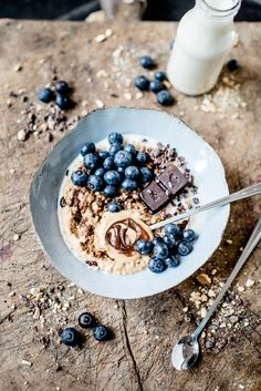 ... creamy coffe hazelnut millet porridge with homemade rawtella, blueberries & pana chocolate ...