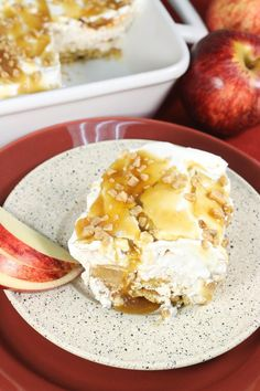 Golden Apple Lasagna | This dessert lasagna is perfect for apple dessert lovers!