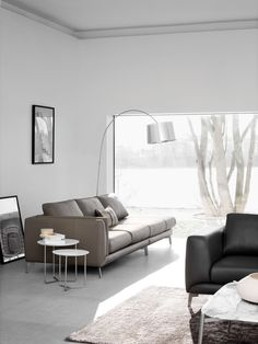 Fargo sofa designed by Anders Nørgaard in a smaller combination in leather. No armrest to exploit the amazing view!