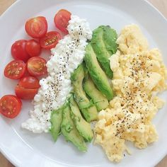 Healthy Breakfast Ideas - Healthy Breakfast Ideas This mornings breakfast before hitting the slopes :mount_fuji::ski::thumbsup: tomato, cottage cheese, avocado and scrambled eggs! Rich in protein and fat so I'll be able to ski the whole day:muscle: Lunch Snacks, Healthy Snacks, Healthy Eating, Healthy Breakfasts, Diy Snacks, Quick Healthy Breakfast, Breakfast Recipes, Perfect Breakfast, Hi Protein Breakfast