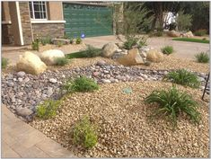 Apache Gold Gravel is a crushed granite rock that is very complimentary to … - All For Garden Gravel Landscaping, Home Landscaping, Landscaping With Rocks, Front Yard Landscaping, Florida Landscaping, River Rock Patio, Nevada, Crushed Granite, Flagstone Path