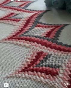 ponto reto - toalhabordado bargello o florentino ile ilgili görsel sonucu Motifs Bargello, Broderie Bargello, Bargello Patterns, Bargello Needlepoint, Bargello Quilts, Needlepoint Stitches, Hardanger Embroidery, Cross Stitch Embroidery, Embroidery Patterns