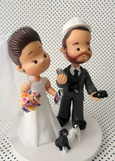 Topo de bolo personalizado para casamento no estilo infantil ou fofinho.  Noivinhas, para vocês saberem os valores de alguns acessórios que podem ser acrescentados aos topos de bolo, acessem  o menu lateral a direita, opções ( políticas da loja). Obrigada, qualquer dúvida estou a disposição! R$ 464,80