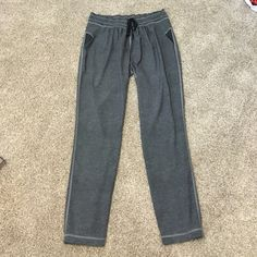 Lululemon pants Lightweight style like new condition!!! Perfect for traveling or everyday wear!! Very comfortable no trades!! lululemon athletica Pants