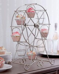 A ferris wheel cupcake holder? Not that anything is wrong with a traditional cupcake stand however this would make serving cupcakes a little bit more whimsical! Polaroid Picture Frame, Picture Frames, Diy Polaroid, Cakepops, Ferris Wheel Cupcake Holder, Porta Cupcake, Diy Cupcake Stand, Cupcake Display, Ideas Party