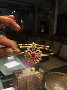 Bajubandh #psjj Vanki Designs Jewellery, Gold Earrings Designs, Indian Jewellery Design, Jewelry Design, Gold Jewelry Simple, Indian Wedding Jewelry, India Jewelry, Gold Bangles, Chocker