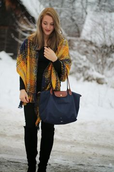 How to Style unsere liebsten Winteraccessoires / Longchamp Blue Bag / Orsay Scarf / Cape / Winter Outfit / Winter Look