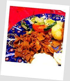 Kodin Kuvalehti – Blogit | Puikkopotut ja kuppisoosi – Vöner viipale jouluruokana Vegetarian Food, Meat, Chicken, Vegetarian Cooking, Vegan Food, Vegetarian Meals, Veggie Food, Vegetarian Wedding Food, Cubs