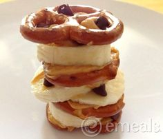 ☆  Pretzel Stacks: Stack small pretzel twists, peanut butter, banana slices, and mini chocolate chips into a tower for your kids to enjoy as a fun snack!
