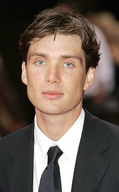 """Cillian Murphy Photos - The cast and crew dazzle at the premiere for """"Batman Begins,"""" held at the Odeon Cinema In Leicester Square in London. - """"Batman Begins,"""" UK premiere Beautiful Boys, Pretty Boys, Beautiful People, Estilo Gangster, Peaky Blinder Haircut, Cillian Murphy Peaky Blinders, Batman Begins, Raining Men, Comme Des Garcons"""