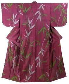 This is a fascinating and retro vintage Meisen Kimono with yanagi(willow) pattern, which is woven.  Textile is exquisite silk and has soft touch.