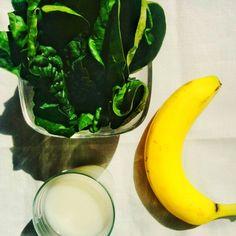 (Fr) Petit smoothie vert #epinard #banane #laitderiz #miel (En) #greensmoothie #spinach #banana #ricemilk #honey  #mangersainement #boissonsaine #faitmaison #recettessaines #healtyliving #healthydrink #bioaddict #greenisgood #astucesaunaturel #foodporn  #diy #homemadesmoothies #paris #france  #smoothieporn #smoothie #vivreaunaturel #smoothiepower #cleanfoodporn