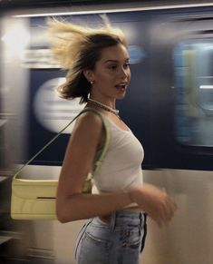 """""""back to school in nyc inspo"""" Pretty People, Beautiful People, Mode Outfits, Fashion Outfits, Fashion Ideas, Subway Surfers, Foto Casual, Jolie Photo, How To Pose"""