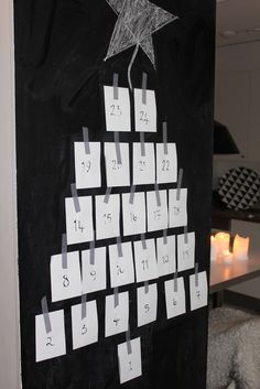 DIY scavenger hunt advent calendar: Each piece of paper has a clue as to where where in the house the day's present is hidden! #christmas