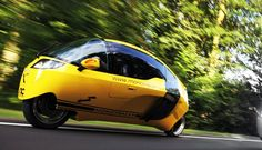 Enclosed motorcycle