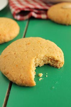 Τη Μεγάλη Εβδομάδα η μαμά μου συνήθιζε να παίρνει νηστίσιμα κουλουράκια με ταχίνι από το φούρνο της γειτονιάς. Όμορφα και στενόμακρα, με κάπως έντονη την ε Gf Recipes, Sweets Recipes, Greek Recipes, Cookie Recipes, Snack Recipes, Snacks, Vegan Sweets, Easy Sweets, Vegan Desserts
