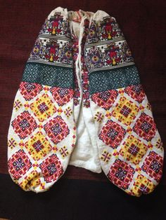 Ukrainian vyshyvanka from Bukovina Embroidered Blouse, Hand Embroidery, Russia, Textiles, Costumes, Womens Fashion, Sweaters, Shirts, Outfits
