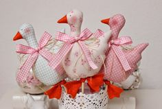 Vicky und Ricky: Bunnies, Eggs and small things for coming Easter Easter Projects, Easter Crafts, Fabric Toys, Fabric Crafts, Spring Crafts, Holiday Crafts, Craft Gifts, Diy Gifts, Chicken Crafts
