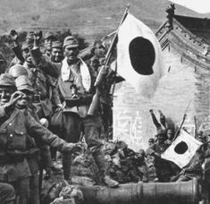 Japanese soldiers celebrating victory in the Great Wall (1937)