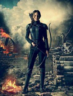 Katniss Everdeen (Jennifer Lawrence) the girl on fire and the mocking hunger games mocking jay part one The Hunger Games, Hunger Games Fandom, Hunger Games Mockingjay, Hunger Games Catching Fire, Hunger Games Trilogy, Katniss Everdeen, Katniss Braid, Mocking Jay, Film Roman