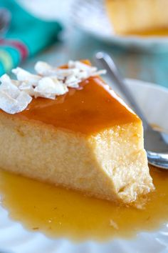 Flan de Coco (coconut flan) with an easy to make caramel sauce. This flan is so smooth and creamy! Each piece is a slice of tropical heaven! Pudding Desserts, Kokos Desserts, Custard Desserts, Coconut Desserts, Coconut Recipes, Köstliche Desserts, Best Dessert Recipes, Mexican Food Recipes, Sweet Recipes