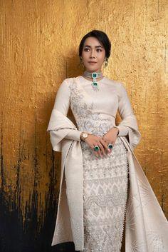 Traditional Dresses Designs, Traditional Fashion, Saris, Thai Wedding Dress, Myanmar Dress Design, Myanmar Traditional Dress, Classy Work Outfits, Pakistani Fashion Casual, Couture Fashion