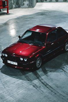 BMW E30 3 series burgundy