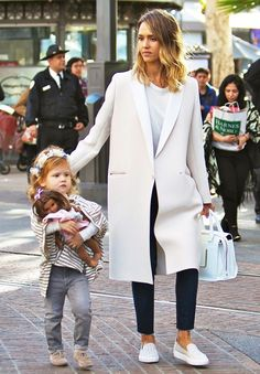 Foolproof Mom Wardrobe: A Jessica Alba Case Study Stylish mom Jessica Alba went for a polished look in a classic cream coat // chic mom styleStylish mom Jessica Alba went for a polished look in a classic cream coat // chic mom style Street Style Jessica Alba, Jessica Alba Outfit, Looks Street Style, Jessica Alba Fashion, Jessica Alba Casual, Look Fashion, Fashion Outfits, Womens Fashion, Classic Fashion