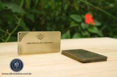 Normalmente, o cartão de visitas é o primeiro contato que o cliente terá com a sua marca. Então, construa algo que cause impacto.  Contato - oficinadoio@gmail.com | www.oficinadoio.com.br