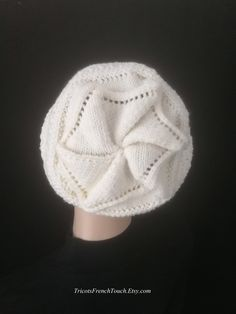 cced48ac4427 Bonnet en laine mérinos naturelle,bonnet femme au tricot fait main, torsade  étoile. Bonnet accessoire de mode hiver pour femme   ado fille