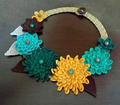 Necklace Flowers leaves crochet fall autumn by GiadaCortellini, €60.00