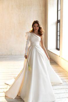 Wedding Dress Trends, Elegant Wedding Dress, Best Wedding Dresses, Wedding Attire, Elegant Dresses, Bridal Dresses, Beautiful Dresses, Wedding Gowns, Chic Wedding