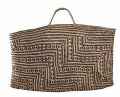 ME004234/1 Kete Whakairo (bag)