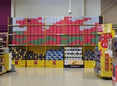 Lovely bit of shelf stacking seen in a Tesco in Wales by @CocaCola to celebrate the @rugbyworldcup