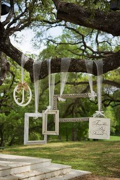 wedding photo booth decoration ideas // http://www.deerpearlflowers.com/vintage-frames-wedding-decor-ideas/2/