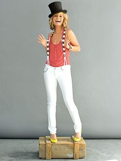 I may not like country music... but Jennifer Nettles is adorable, and awesome :)