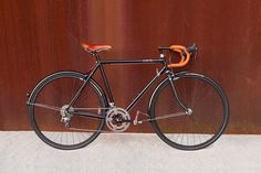 Creme Cycles is a European manufacturer focused on classic, accessible designs. The Lungo is their everyday road bike, meant for long. Classic Road Bike, Urban Bike, Form Design, Road Bikes, Touring, Cycling, Rigs, Spin, Wheels