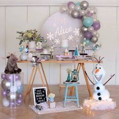 and today, a few days after its premiere, we bring you the best guide to decorate a Frozen 2 Party; Elsa Birthday Party, Frozen Themed Birthday Party, Disney Frozen Birthday, 5th Birthday, Birthday Ideas, Frozen Party Decorations, Birthday Party Decorations, Party Favors, Frozen Balloons