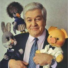 """52 года назад программа """"Спокойной ночи, малыши!"""" стала выходить в эфир с кукольными персонажами. До появления кукол программа представляла собой картинки-заставки с закадровым текстом. А это - один из любимейших ведущих детворы. Дядя Володя, актёр Владимир Ухин."""