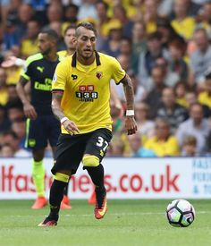 Roberto Pereyra of Watford runs with the ball during the Premier League match between Watford and Arsenal at Vicarage Road on August 27, 2016 in Watford, England.