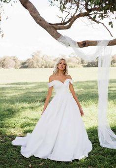 Classic Wedding Gowns, Cute Wedding Dress, Dream Wedding Dresses, Designer Wedding Dresses, Ball Gown Wedding Dresses, Southern Wedding Dresses, Most Beautiful Wedding Dresses, Popular Wedding Dresses, Traditional Wedding Dresses