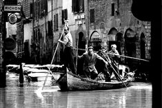 This Day in History: Nov Flood of the Arno River in Florence Florence Art, Florence Italy, Italian Renaissance, Arno, Tuscany Italy, Historical Pictures, Vintage Italian, The Good Old Days, Old Photos