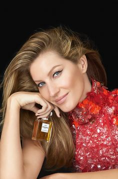 Gisele Bundchen smiles in a closeup shot for Chanel No.5 perfume campaign 2015 Photoshoot