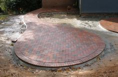 Circular patio with Pine Hall Brick pavers  Like the shape but NOT the bricks. Need a mowing edge.