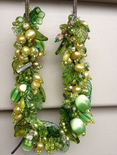 Beaded necklace in green.
