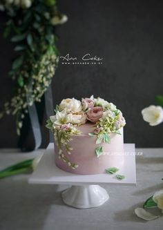 Purple Wedding Cakes, Wedding Cakes With Flowers, Flower Cakes, Gold Wedding, Wedding Cake Designs, Wedding Cake Toppers, Pretty Cakes, Beautiful Cakes, Buttercream Flower Cake