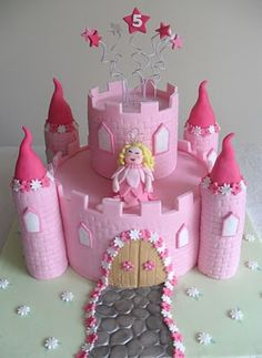 I like this style.  Round cakes with the towers on the side.