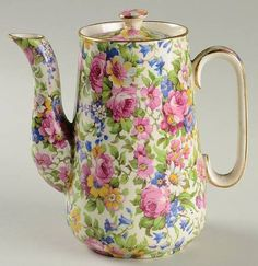 Royal Winton, Summertime (Pre Background,Gold Trim) - Page 1 Tea Rose Garden, Roses Garden, Romantic Cottage, Romantic Homes, Pottery Painting Designs, Teapots And Cups, China Tea Cups, Container Flowers, Blue China