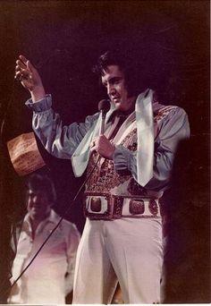 Elvis dropping words to Fairytale photo by Sandi Pichon Atlanta 6-6-76